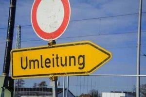 Straßensperrung mit Umleitung